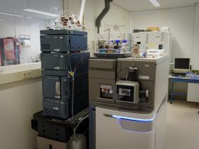 超高效液相色谱检测血液中的芬太尼类物质和药物