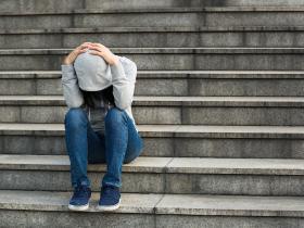 青少年吸毒行为的因素分析